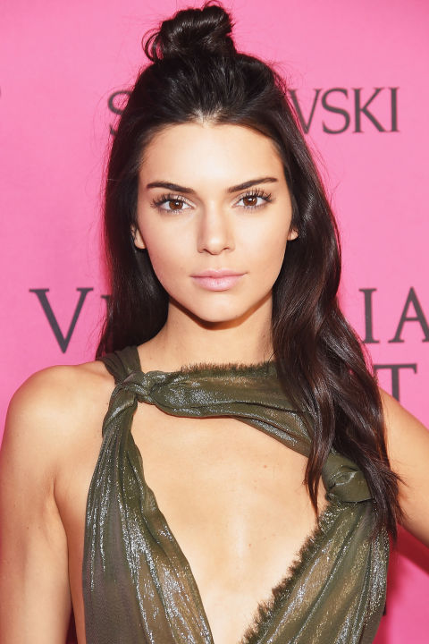 gallery-1447260003-hbz-beauty-secret-kendall-jenner