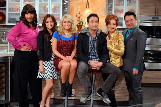 Young & Hungry (Serie de TV) - Annie Potts, Kym Whitley, Rex Lee, Emily Osment, Jonathan Sadowski, Aimee Carrero