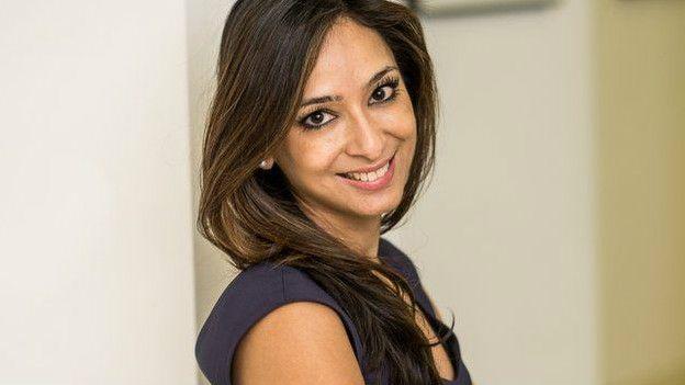A médica Anjali Manto, da British Skin Foundation, também sofria de acne