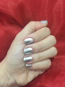 Esse é a minha mão e unhas... E meu metálico prateado. =)